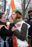 Kobiety robią makijażowi przy świętego Patrick ` s dnia świętowaniem w Moskwa Fotografia Royalty Free