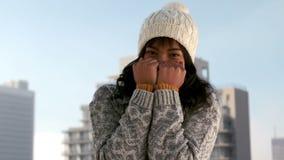 Kobiety rozbijanie na zima dniu zbiory wideo