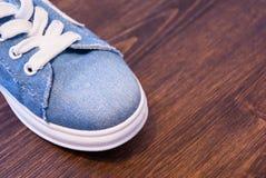 Kobiety ` s akcesoria i odzież Cajgi, kiesa i buty, Fotografia Stock