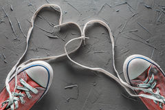 Kobiety ` s i mężczyzna ` s buty z koronki od serca Fotografia Stock