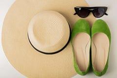Kobiety ` s lata akcesoria kapelusz, okulary przeciwsłoneczni i buta balet f -, Obrazy Stock