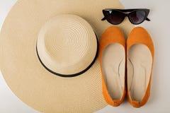 Kobiety ` s lata akcesoria kapelusz, okulary przeciwsłoneczni i buta balet f -, Zdjęcie Royalty Free