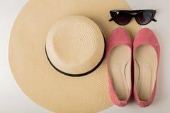 Kobiety ` s lata akcesoria kapelusz, okulary przeciwsłoneczni i buta balet f -, Zdjęcie Stock