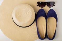 Kobiety ` s lata akcesoria kapelusz, okulary przeciwsłoneczni i buta balet f -, Obraz Royalty Free
