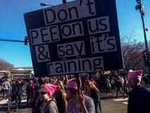 Kobiety ` s Marzec w Chicago ` Don ` t siuśki na my ` plakat zdjęcie stock