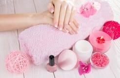Kobiety ` s ombre francuski manicure Zdjęcie Stock