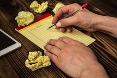 Kobiety ` s ręki notatnika pióro mój plan pastylka Obraz Royalty Free