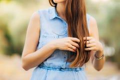 Kobiety ` s włosy, kędzioru zakończenie Zdjęcia Royalty Free