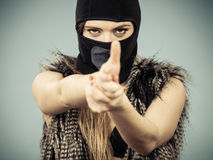 Kobiety seksowna dziewczyna w balaclava, przestępstwie i przemoc, Zdjęcia Stock