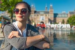 Kobiety siedzi w Vondelpark Obraz Royalty Free