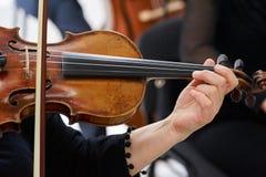 Kobiety skrzypaczka Bawić się Klasycznego skrzypce Zdjęcie Stock