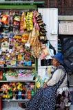 Kobiety sprzedaje przekąski w Boliwia Zdjęcia Royalty Free
