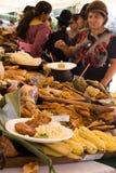 Kobiety sprzedaje tradional jedzenie. Fotografia Stock