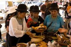Kobiety sprzedaje tradional jedzenie. Obraz Stock