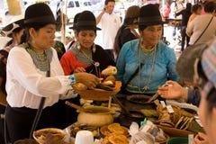 Kobiety sprzedaje tradional jedzenie. Obrazy Royalty Free