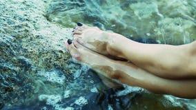 Kobiety stopa w wodzie zbiory wideo