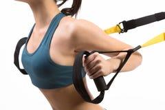Kobiety szkolenie z zawieszenie trenera temblakiem Zdjęcie Royalty Free