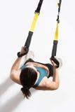 Kobiety szkolenie z zawieszenie trenera temblakiem Zdjęcie Stock