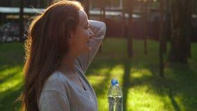 Kobiety sztuki długi olśniewający włosy, zwolnione tempo zbiory wideo