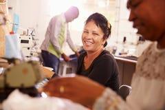 Kobiety szy przy społeczność projekta warsztatem, Południowa Afryka Fotografia Stock