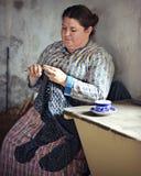 Kobiety szydełkowania koc zdjęcie stock