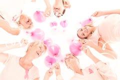 Kobiety trzyma balony obrazy stock