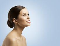 Kobiety twarzy Boczny widok, babeczka włosy, moda modela piękna Makeup zdjęcia stock