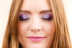Kobiety twarzy oka kolorowy makeup zamykający przygląda się zbliżenie Zdjęcia Stock