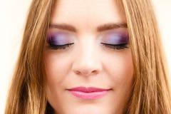 Kobiety twarzy oka kolorowy makeup zamykający przygląda się zbliżenie Zdjęcia Royalty Free