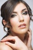 Kobiety twarzy piękny portret Skóry opieki stylu twarzy ręki touchi Zdjęcie Royalty Free