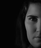 Kobiety twarzy połówki zakończenie w górę poważnego Obraz Stock