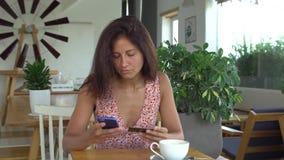 Kobiety use online bankowość zbiory wideo
