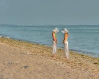 Kobiety w kapeluszach fotografia stock
