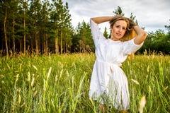 Kobiety w lesie Zdjęcie Stock