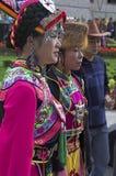 Kobiety w upiększonej etnicznej sukni fotografia stock
