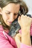 Kobiety więź uczuciowa z jej psem Fotografia Stock