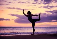 Kobiety ćwiczy joga Fotografia Royalty Free