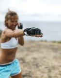 Kobiety ćwiczy kickboxing Fotografia Stock