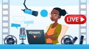 Kobiety Wideo Blogger Online strumień Blogging Prenumeruje pojęcie royalty ilustracja