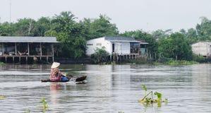 Kobiety wioślarska łódź na rzece w Tien Giang, Wietnam Zdjęcia Stock