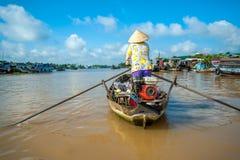 Kobiety wioślarstwo na łodziach fotografia stock