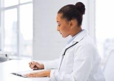 Kobiety writing doktorska recepta Obraz Royalty Free
