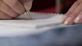 Kobiety Writing W notatniku zbiory wideo