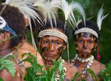 Kobiety Yaffi plemię w tradycyjnej kolorystyce Nowa gwinei wyspa Zdjęcia Stock