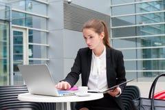 kobiety young pracy jednostek gospodarczych Zdjęcie Royalty Free