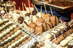 Koblenz ALEMANHA 16 12 Mercado 2017 do Natal da cidade velha de Koblenz que vende doces e o pão-de-espécie tradicionais fotografia de stock
