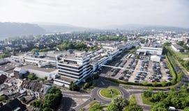 Koblenz Alemanha 09 07 A vista 2017 aérea da sede e da fábrica de Stabilus em Koblenz você pode igualmente ver construções da fáb Imagens de Stock
