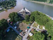 Koblenz miasto Niemcy 15 06 2018 wydarzenia Elektroniczny wino przy historycznym pomnikowym niemiec kątem na słonecznym dniu Zdjęcia Stock