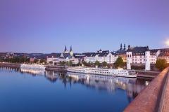 Koblenz sikt från den Balduin bron av den gamla staden med kyrkor royaltyfria foton