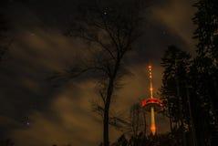 Koblenz-Stadt-Deutschland-Radioturm im Wald stockfotos
